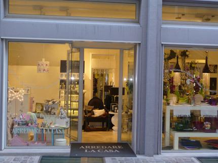 Gia 2009 punto vendita arredare la tavola fano casastile for Casa arredo fano