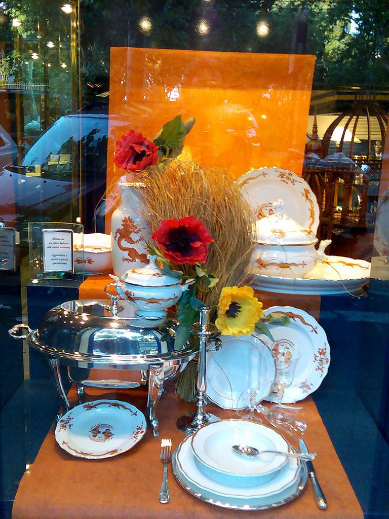 Vetrine & retail: vetrina estiva colori caldi