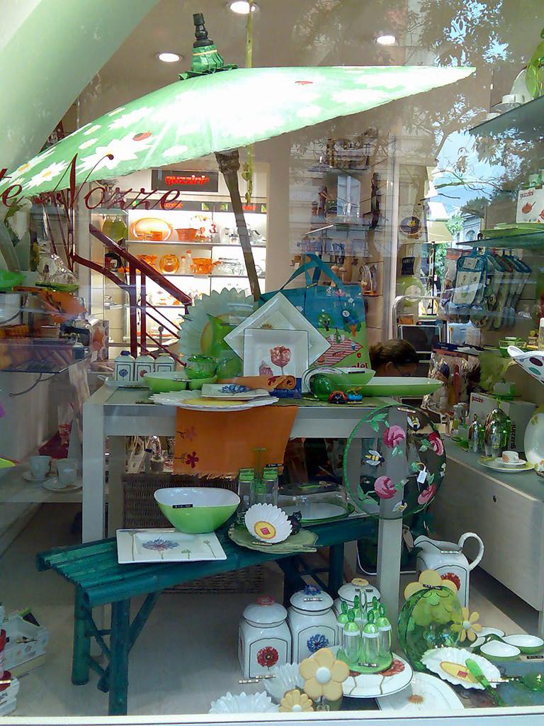 Vetrine & retail: vetrina estiva colori caldi - verde