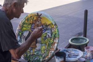 Eugenio Taccini-Artista lavora in strada a Montelupo-rid